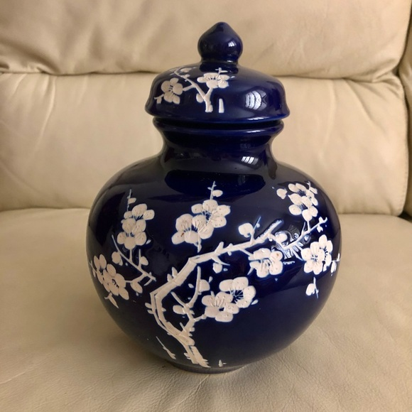 19thCenturyChinese Handcrafted Porcelain Gingerjar
